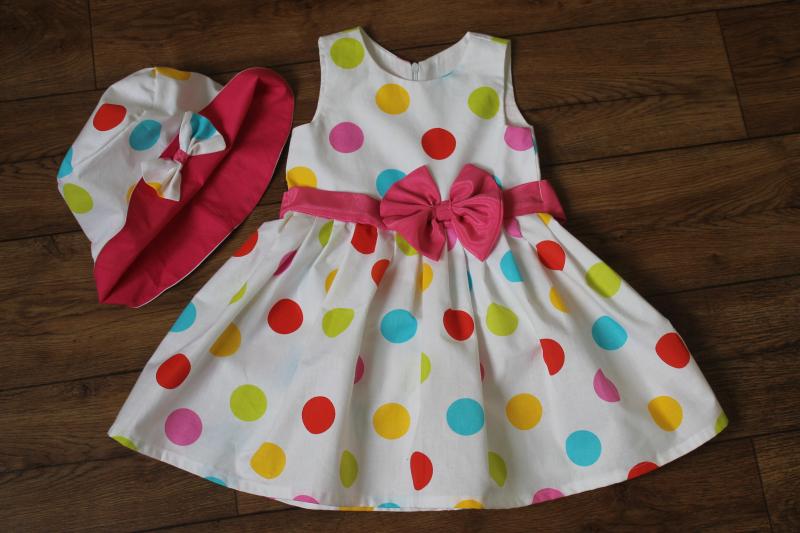 Яркое летнее платье на девочку   Цветные кружочки