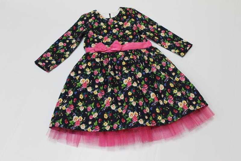 Нарядное платье на девочку   Льняной цветочек  на темно синем фоне