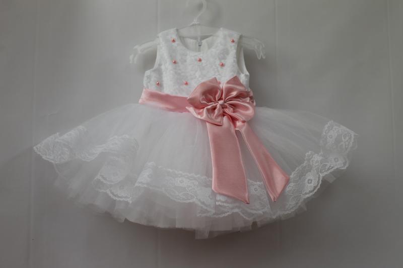 Нарядное платье на девочку в белом цвете  Балеринка с гипюром и бусинками