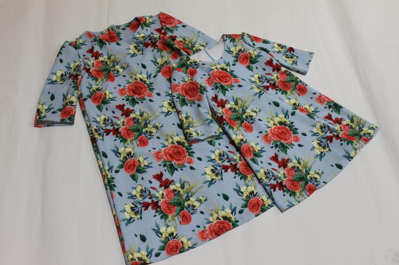 Повседневно - нарядные платья на маму и доченьку  Трапеция голубое с красными розами