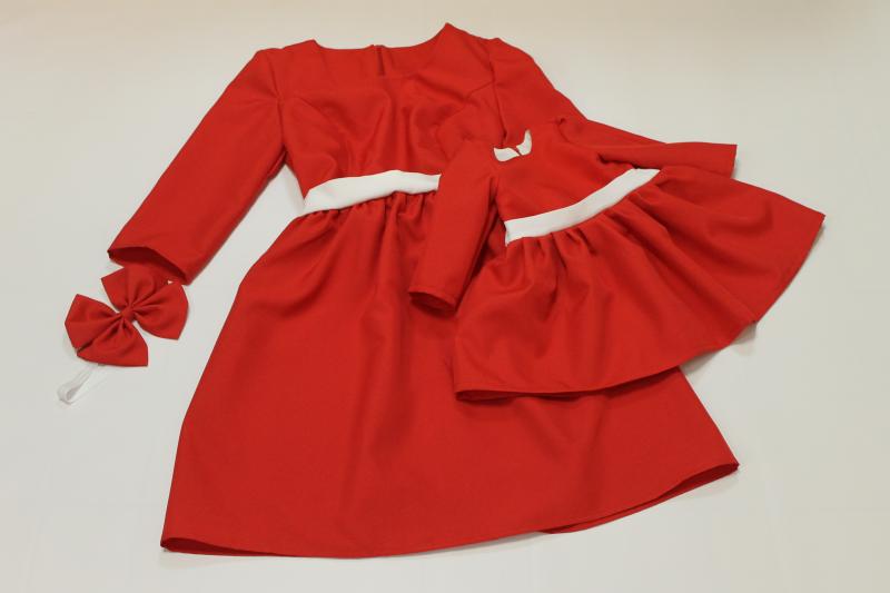 Платья на маму и доченьку в стиле фемели лук в красном цвете № 56