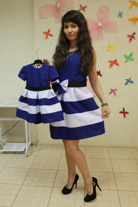 Платья на маму и доченьку  Полосатики  сине - белые