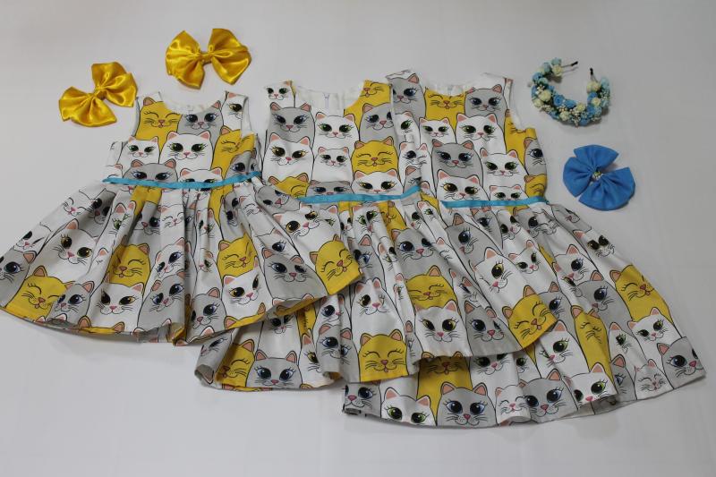 Повседневно - нарядное платье на девочку с котиками без рукавов № 101