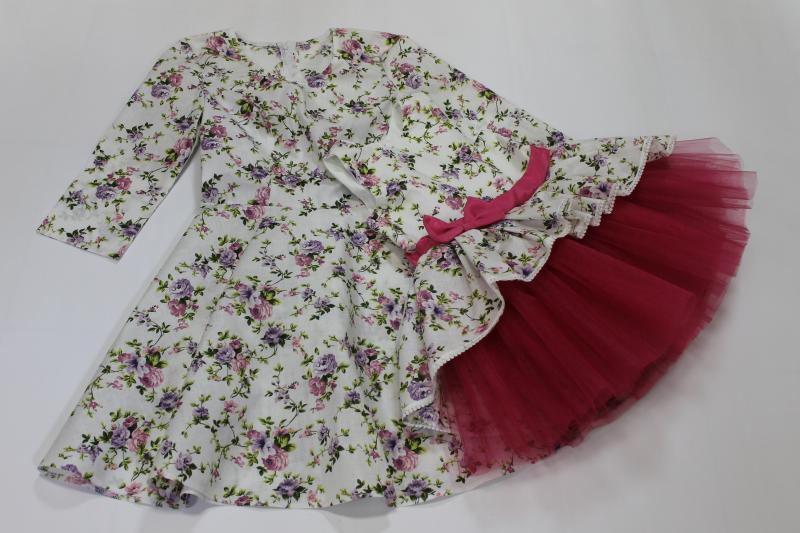 Нарядные платья на маму и доченьку  Цветочное настроение  с малиновым поясом