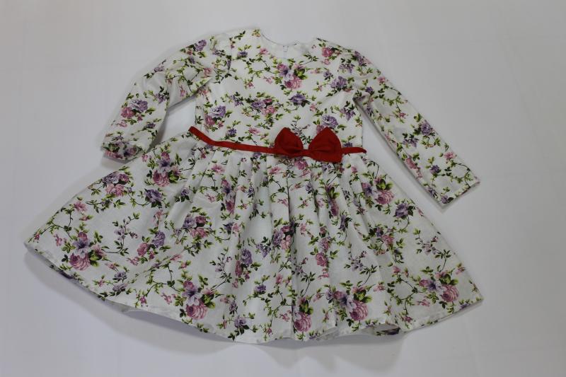 Повседневно - нарядное платье на девочку  Цветочное настроение   с рукавами, красным поясом и бантиком