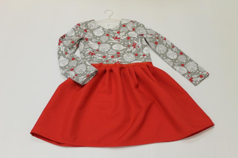 Повседневно - нарядное платье на девочку в новогоднем стиле