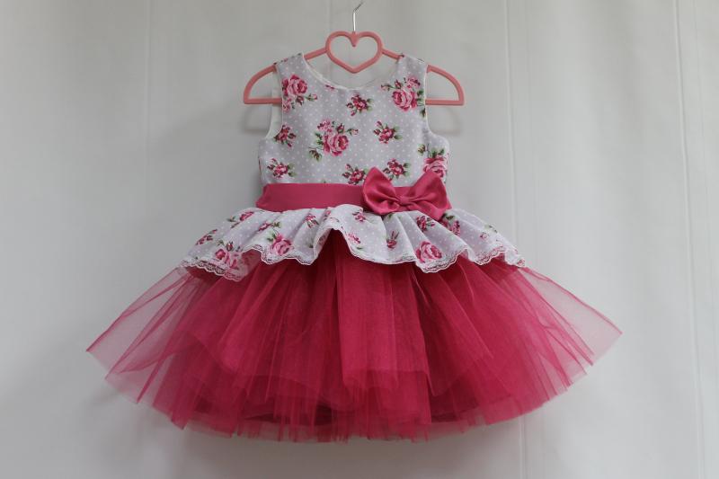 Нарядное платье на девочку  Декор прованса  с малиновым фатином