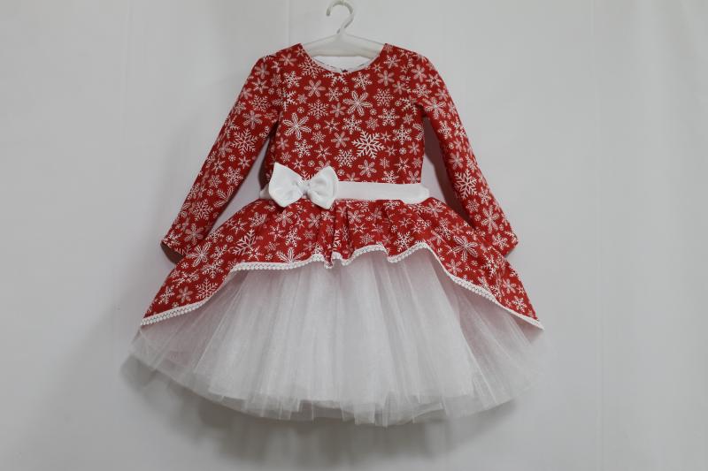 Нарядное платье с снежинками и белым фатином, с рукавами