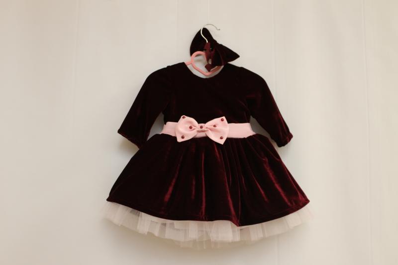 Нарядное велюровое платье на девочку с рукавами