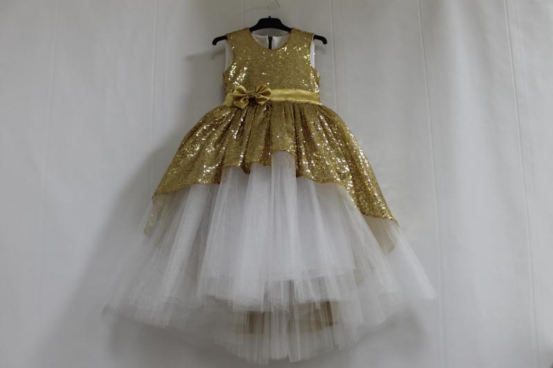 Нарядное платье на девочку с золотыми пайтеками, белым фатином