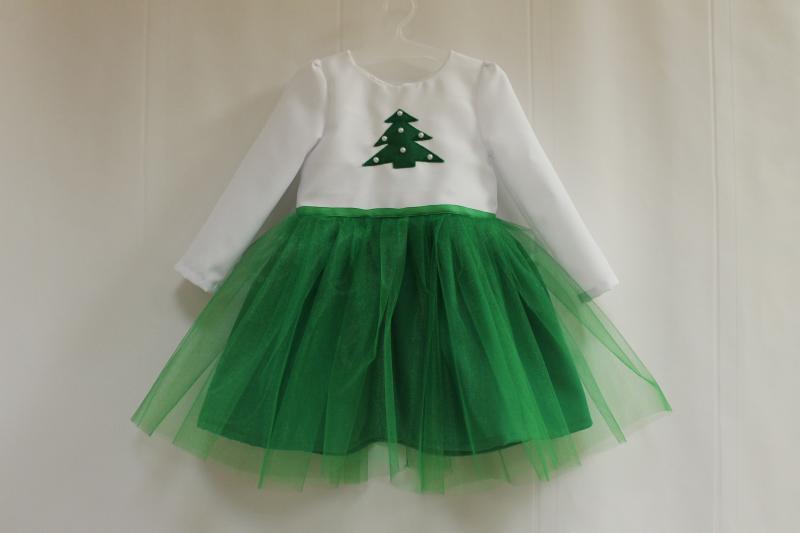Повседневно - нарядное платье на девочку  Зеленая елочка  с рукавами