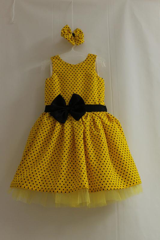 Нарядное платье на девочку  Желтое в черный горошек  без рукавов с  желтым фатином
