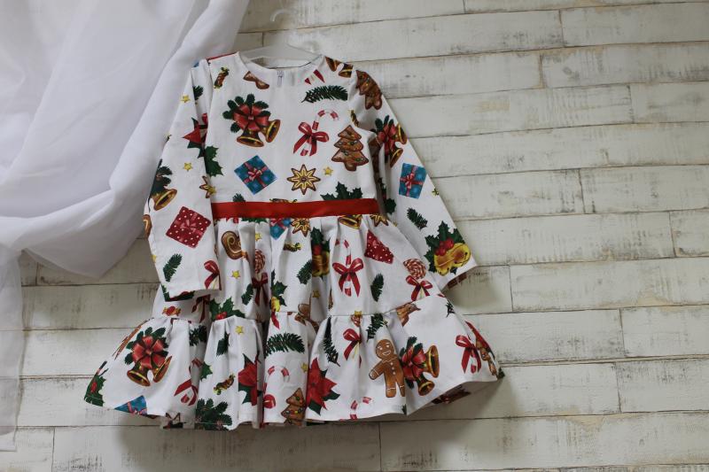 Повседневно - нарядное новогоднее платье на девочку с пряниками №111