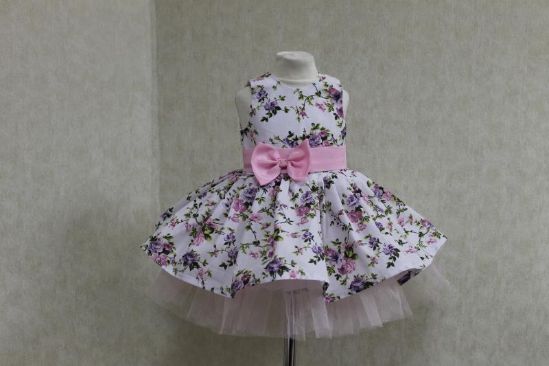 Повседневно - нарядное платье на девочку  Цветочное настроение  без рукавов, с светло розовым поясом и бантиком