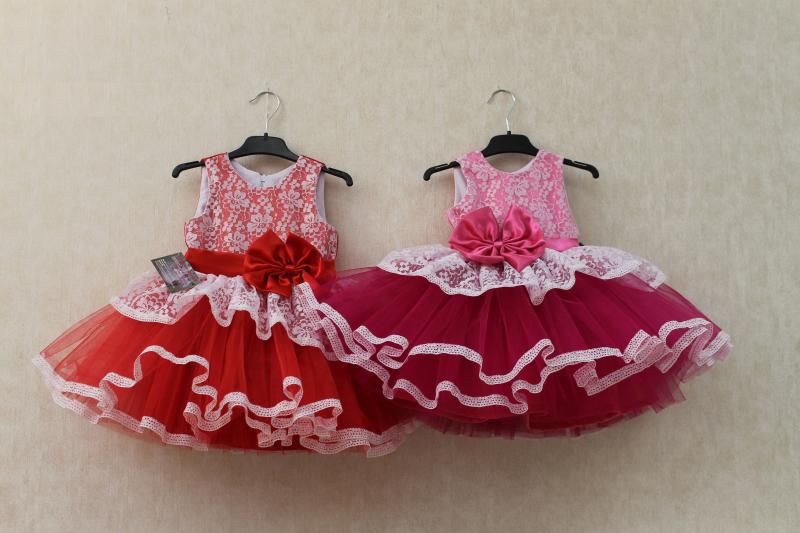 Нарядное платье на девочку  Карамелька  в красном цвете