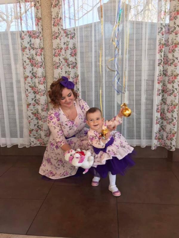 Платья на маму и доченьку в стиле Фемели лук с фиолетовым поясом