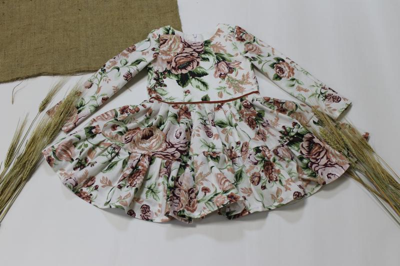 Сукня на дівчинку в квіточку   кольору пудра № 109 з рукавами