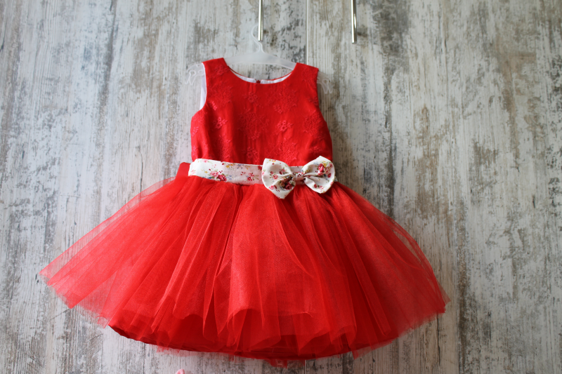 Нарядное платье на девочку в красном цвете с красивым 2-м бантом сзади