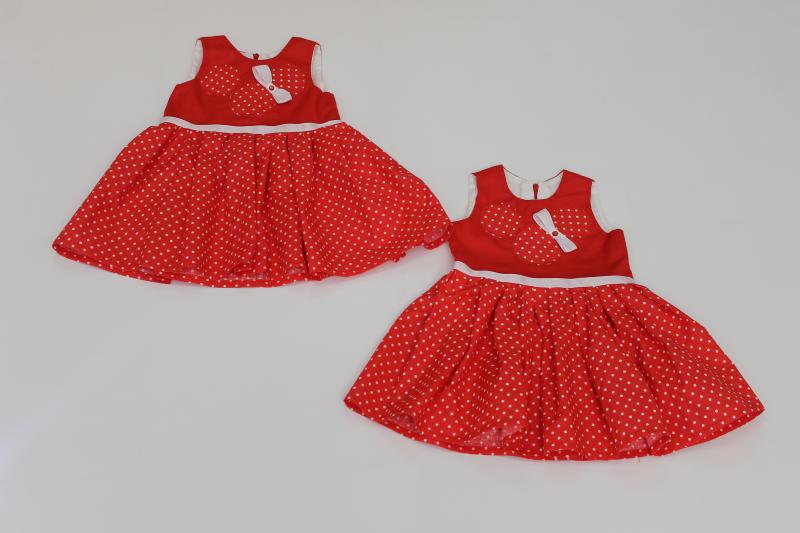 Летнее платье на девочку  Минни маус  на красном фоне