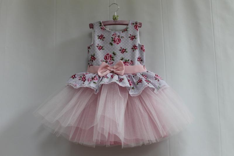 Нарядное платье на девочку  Декор прованса  с светло розовым фатином