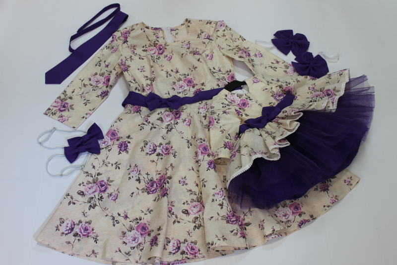 Платья на маму и доченьку с фиолетовым поясом и бантиком