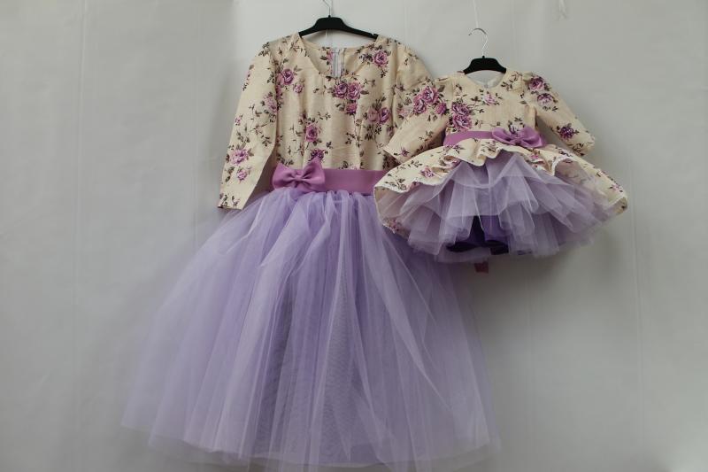 Нарядные платья на маму и доченьку с рукавами и сиреневым фатином