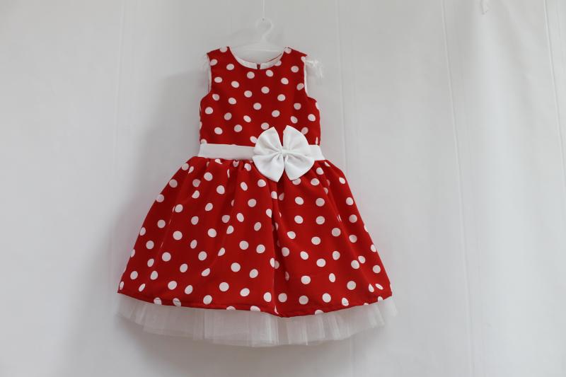 Нарядное платье на девоку  Красное в белый горошек  с белым фатином