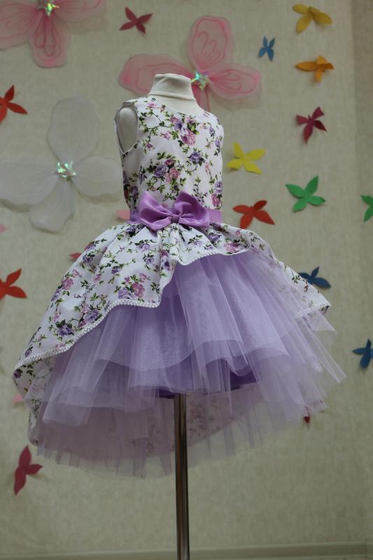 Нарядное платье на девочку с шлейфом в сиреневом цвете