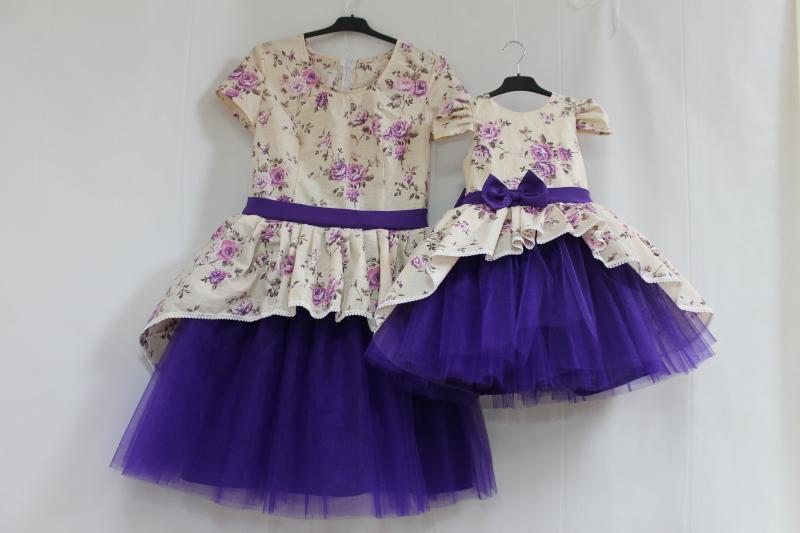 Платья на маму и доченьку в стиле Фемели лук с фиолетовым фатином и рукавчиками