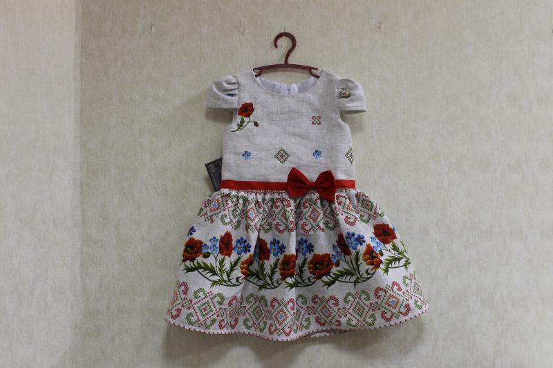 Повседневно - нарядное платье на девочку  Красная маковка  на сером фоне