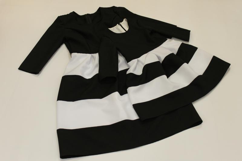 Повседневно - нарядное платье на маму и доченьку (в стиле Фемели Лук)  Полосатики  черно - белое с рукавами