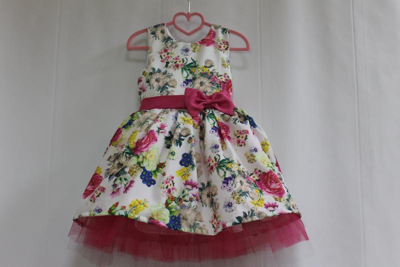 Нарядное платье на девочку  Малиновый цветочек  с малиновым фатином