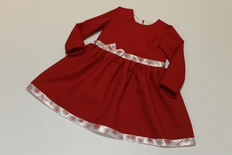 Повседневно - нарядное новогоднее платье на девочку  Красные снежинки