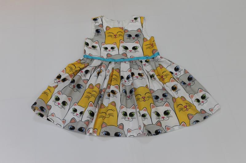 Летнее платье на девочку с котиками