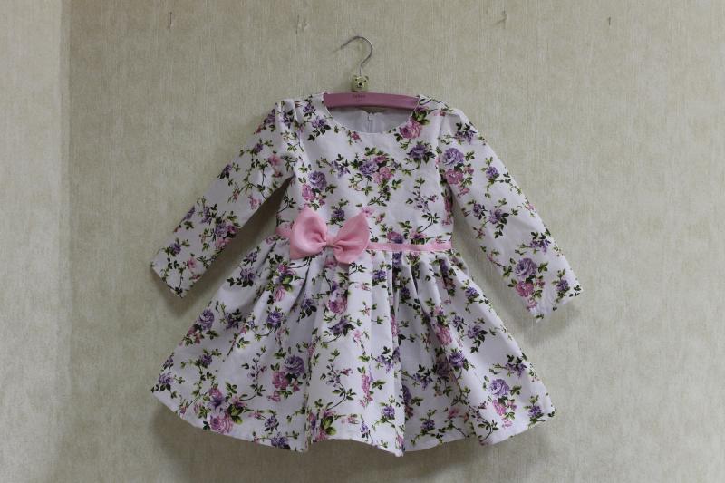 Повседневно - нарядное платье на девочку  Цветочное настроение  с рукавами,  розовым поясом и бантиком