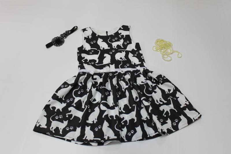 Повседневно - нарядное платье на девочку с котиками без рукавов № 102