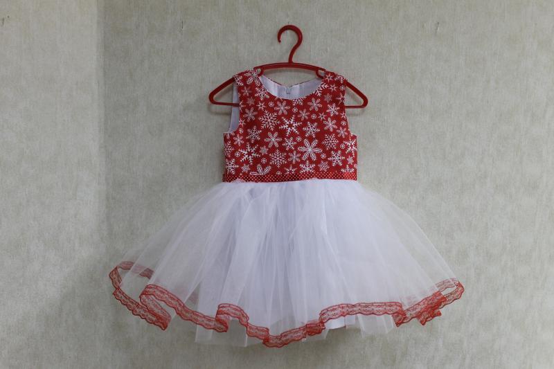Нарядное платье на девочку  Красная снежинка