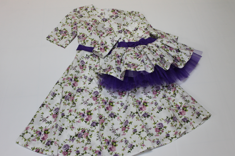 Нарядное платье на маму и доченьку с рукавами  Цветочное настроение  с рукавами и фиолетовым поясом