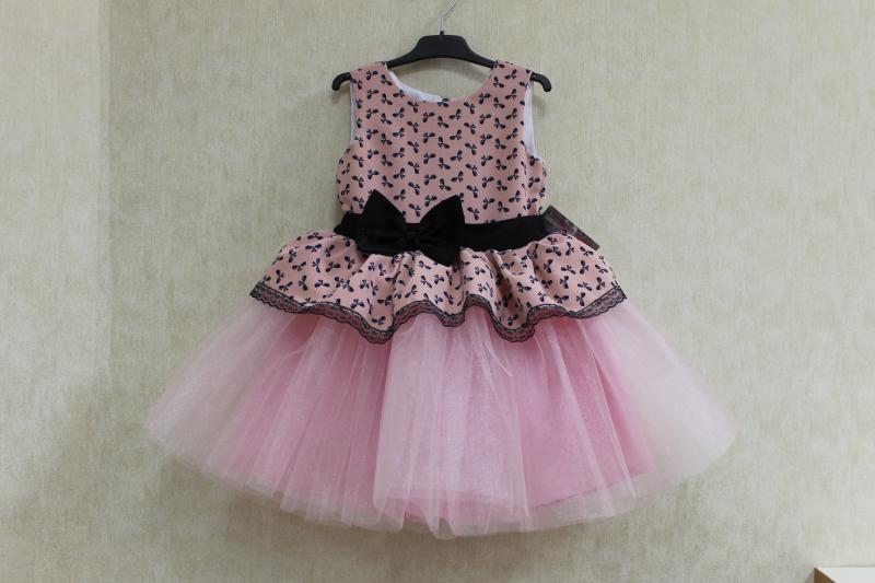 Нарядное платье на девочку  Гламурная радость  с розовым фатином и верхом с бантиками