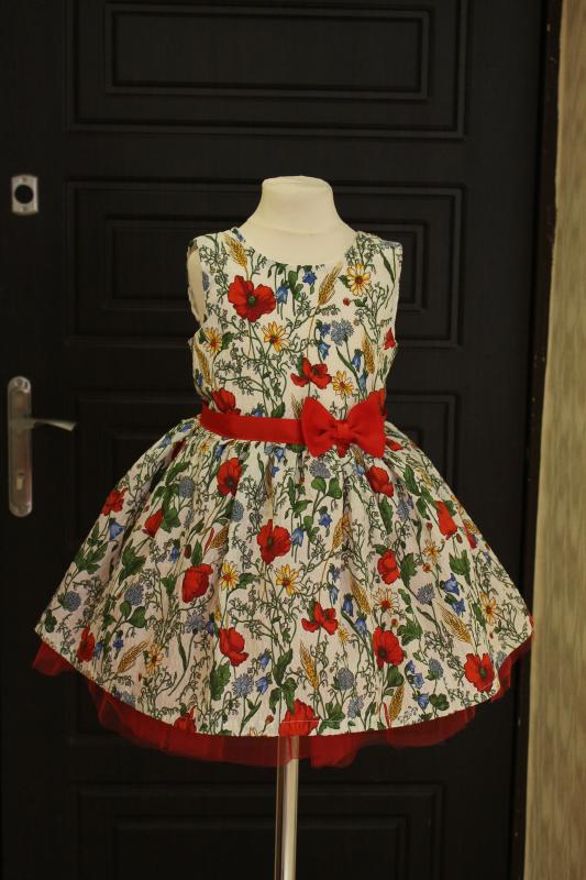 Нарядное платье в украинском стиле.  Красная маковка