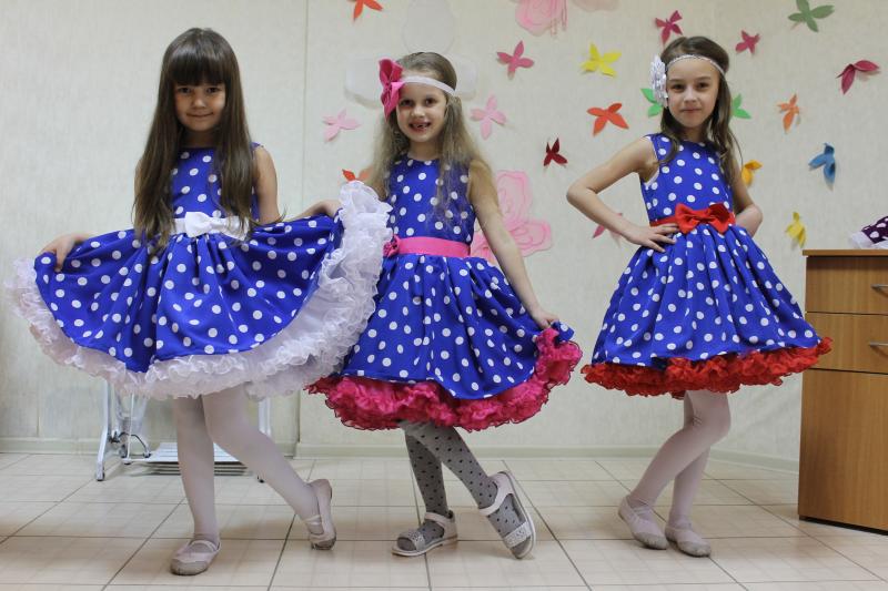 Нарядное платье на девочку  Стиляги  синее в белый горошек