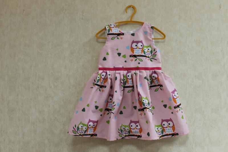 Повседневно - нарядное платье на девочку  Совушки  (расцветка № 2)  на розовом фоне