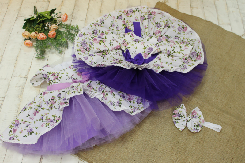 Нарядное платье на девочку  с рукавчиками №108