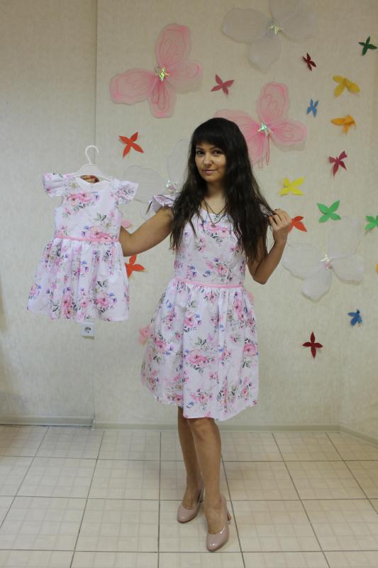 Платья на маму и доченьку с крылышками в цветочек