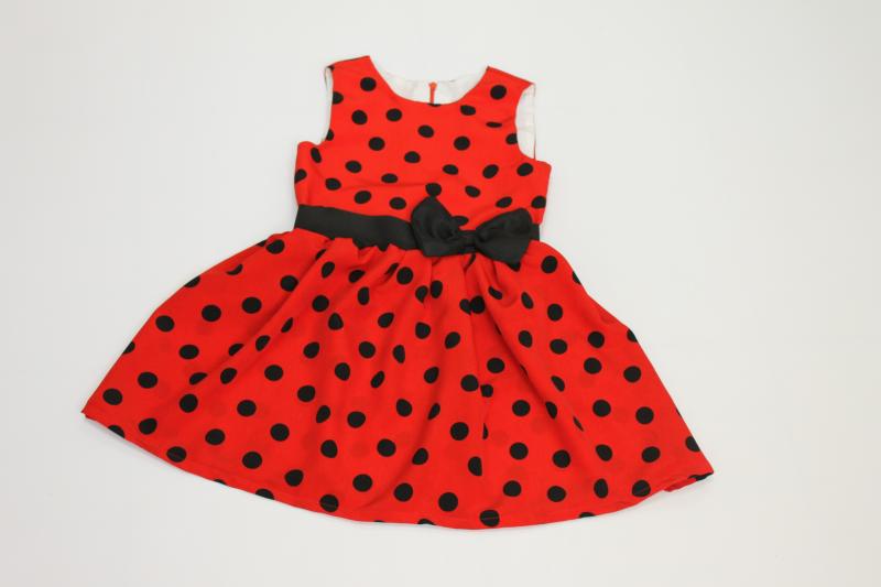 Повседневно - нарядное платье на девочку в черный горошек