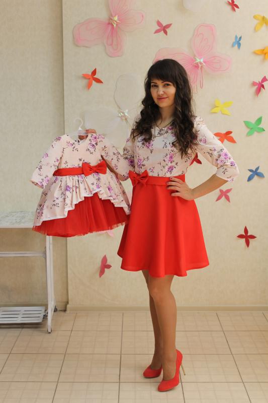 Платья на маму (полусолнце) и доченьку с красным низом и рукавами