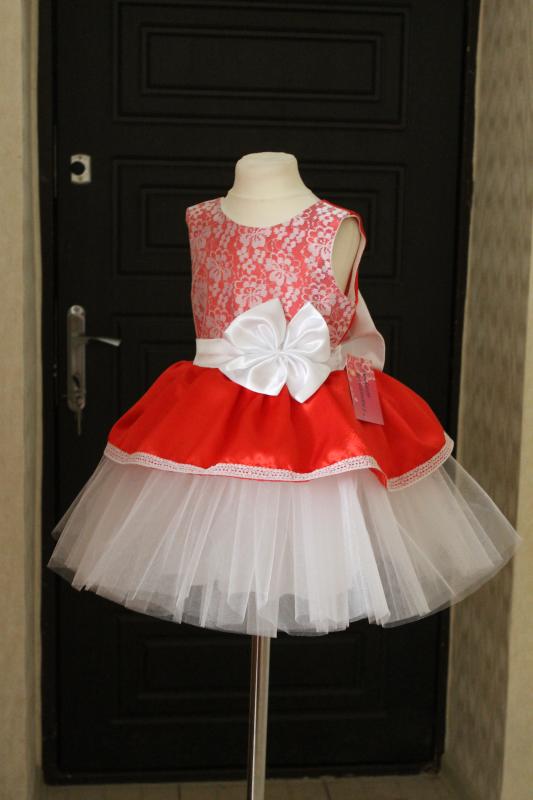 Пышное, нарядное платье  Красная Мадонна